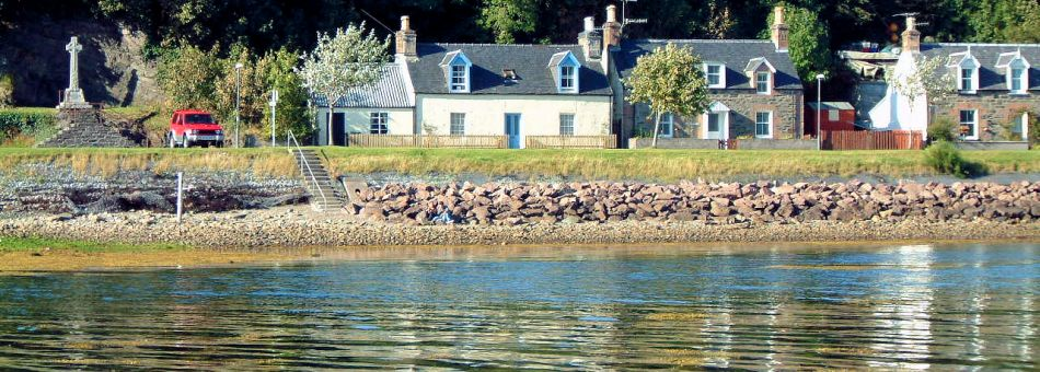 Roseate is a traditional Highland detached cottage situated in the centre of Lochcarron village.